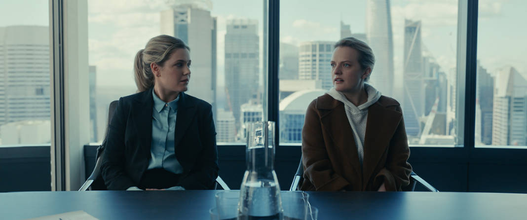 Emily Kass (Harriet Dyer) and Cecilia Kass (Elisabeth Moss) in The Invisible Man.