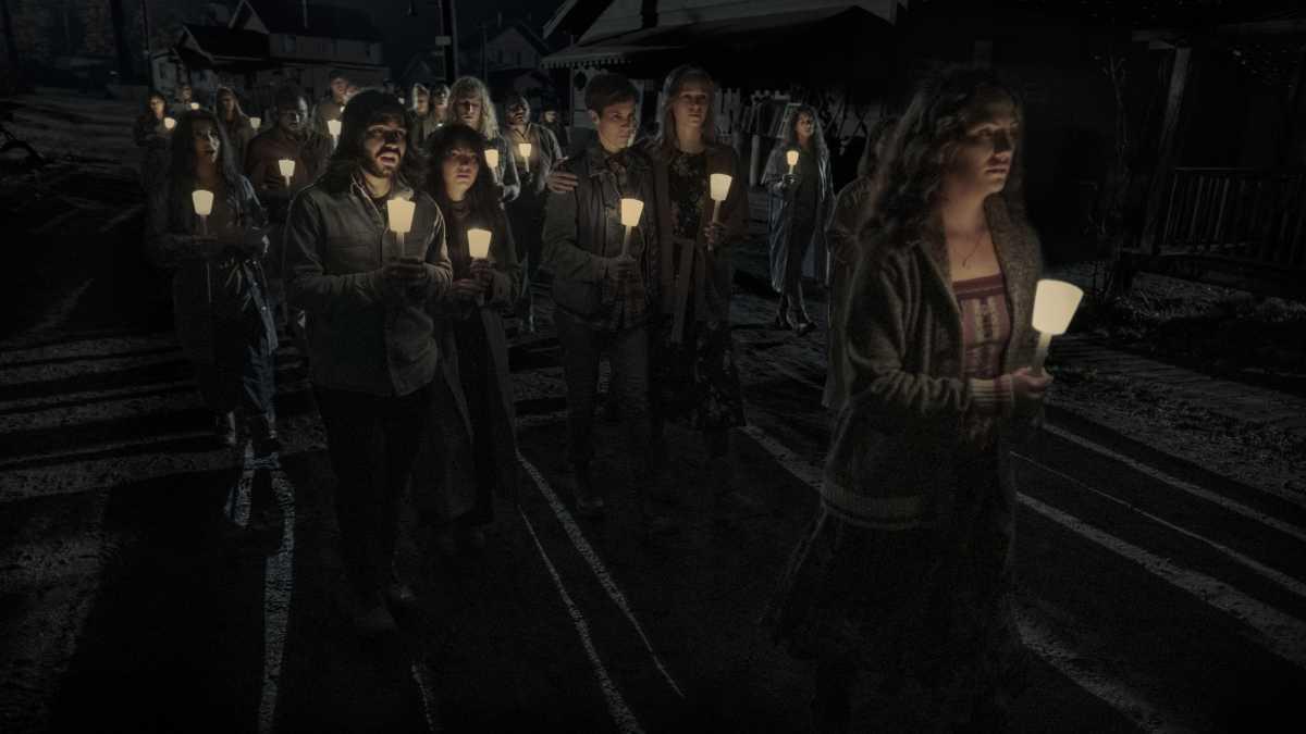 Midnight Mass Trailer Revealed by Netflix!
